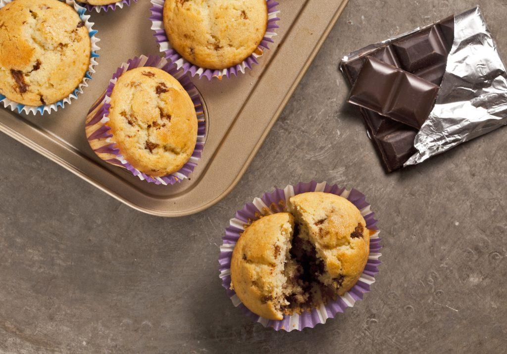 Craquez pour de délicieux muffins aux pépites de chocolat noir pauvres en FODMAPs