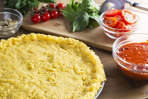 Pâte à pizza polenta et tomates