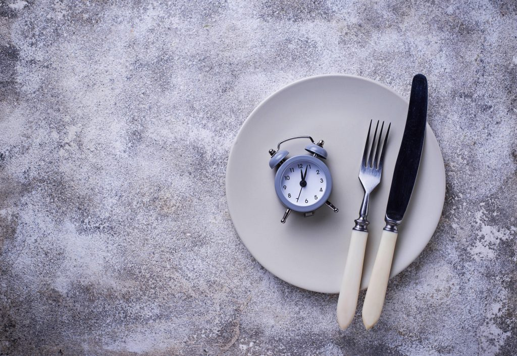Le fasting ou comment perdre quelques kilos grâce au jeûne intermittent