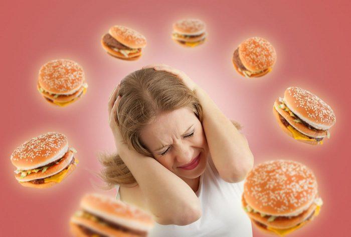 La malbouffe : encore pire pour les kilos en période de stress